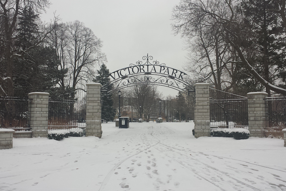 Vicotoria Park 's entrance of London, Ontario (Canada) snow-covered