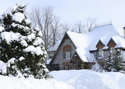 Reasons to Buy or Sell Real Estate in Winter